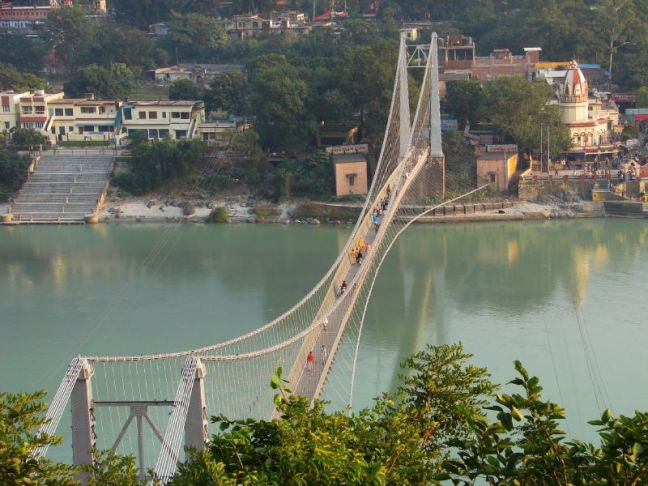 Ramjhula_-_bridge_over_the_Ganga